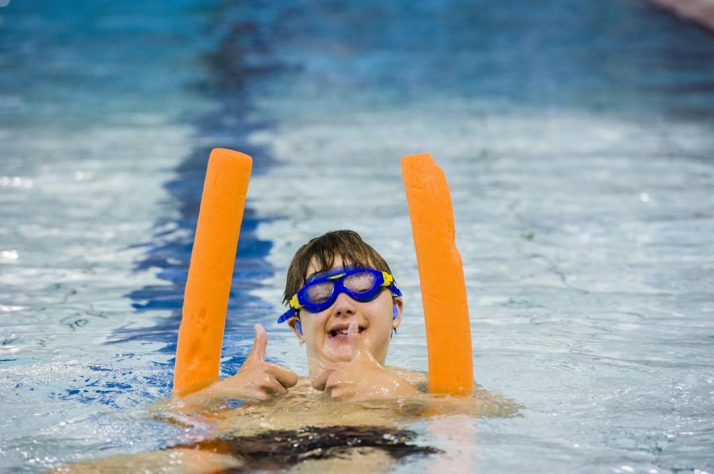 Jeppe de Vries zwemt ook elke zaterdagochtend in het Sportiom. Die jongen heeft echt plezier in het zwemmen.